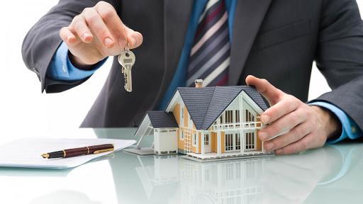 Trouver un bien à louer : passer par un agent immobilier